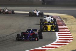 Brendon Hartley, Toro Rosso STR13 Honda, leads Carlos Sainz Jr., Renault Sport F1 Team R.S. 18, Marcus Ericsson, Sauber C37 Ferrari, and Lance Stroll, Williams FW41 Mercedes