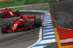 Себастьян Феттель, Ferrari SF71H, попереду Кімі Райкконена, Ferrari SF71H