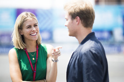La présentatrice Nicki Shields avec Nico Rosberg