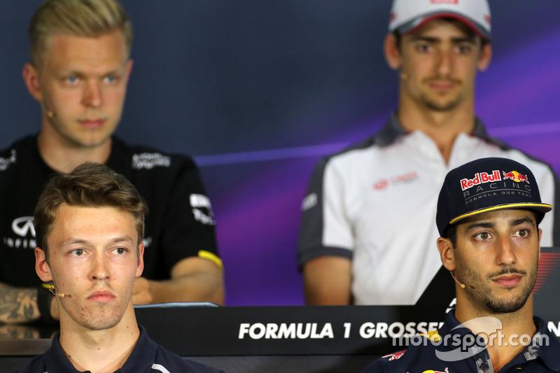 Daniil Kvyat, Scuderia Toro Rosso; Daniel Ricciardo, Red Bull Racing