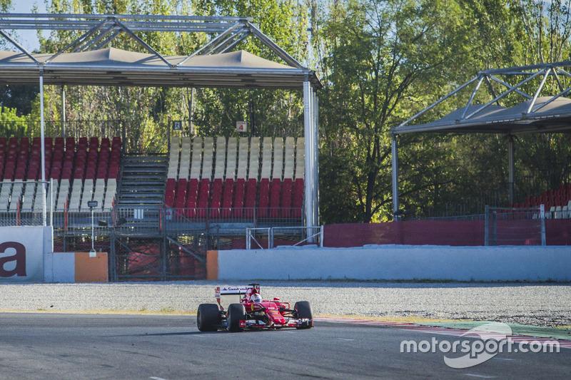 Sebastian Vettel, Ferrari SF15-T, prova le Pirelli 2017