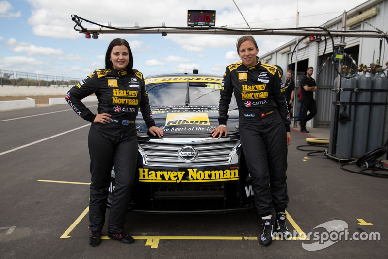 Симона де Сильвестро и Рене Грейси, Harvey Norman Supergirls Nissan