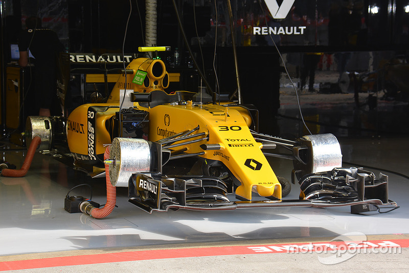 Renault Sport F1 Team front wing and front brakes