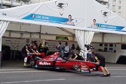 Dragon Racing garage atmosfer