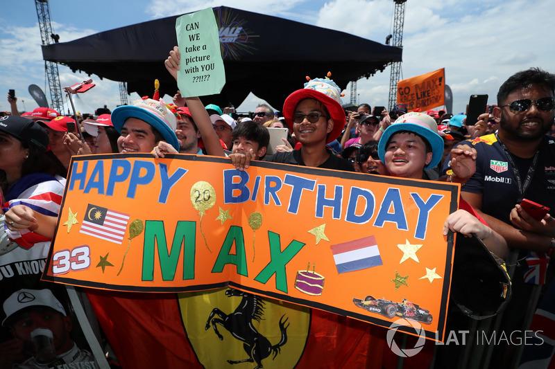 Além disso, é o aniversário de 20 anos de Max Verstappen