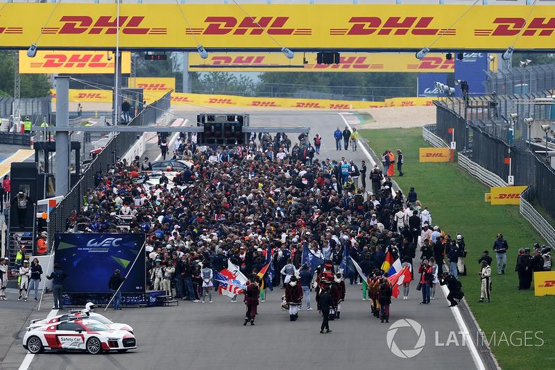 Ceremonia antes de la carrera