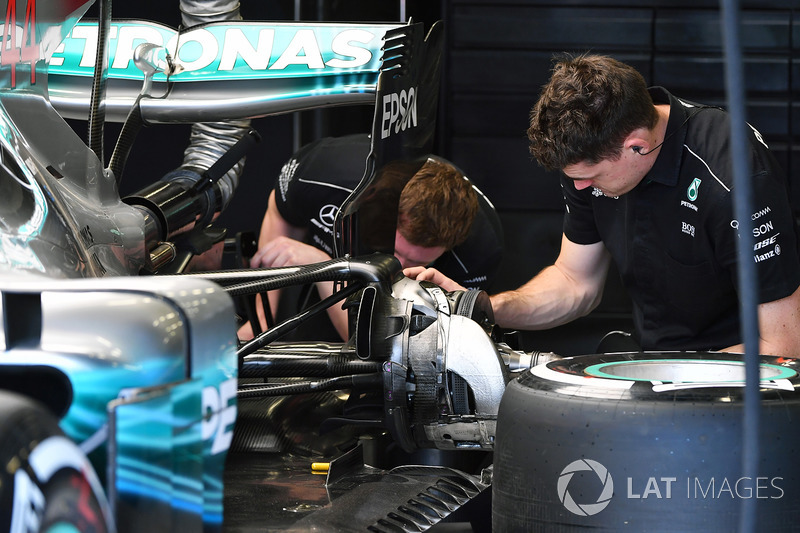 Кріплення заднього колеса Mercedes-Benz F1 W08