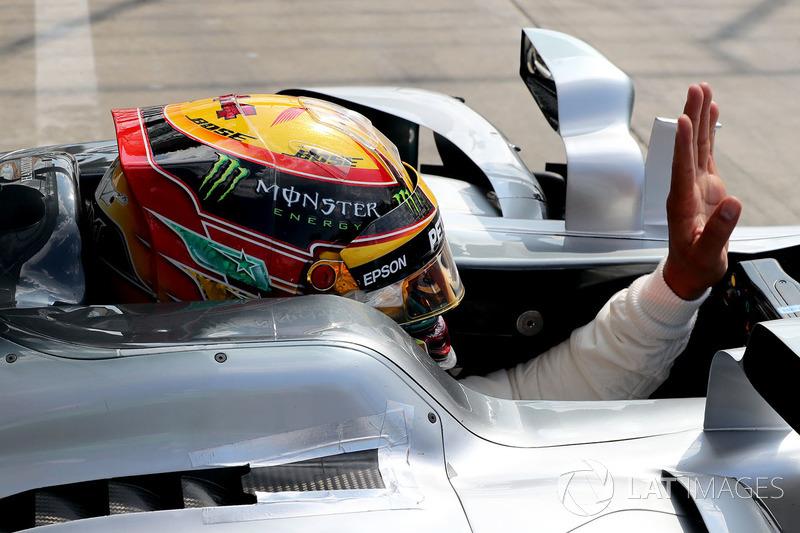 Lewis Hamilton, Mercedes AMG F1 F1 W08  waves