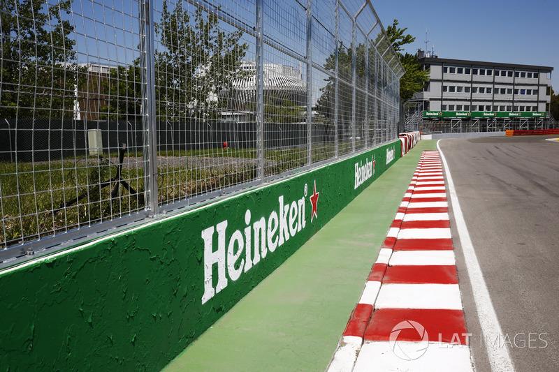 "<img src=""https://cdn-9.motorsport.com/static/img/cfp/0/0/0/0/39/s3/canada-2.jpg"" alt="""" width=""20"" height=""12"" />«Стена чемпионов» (автодром имени Жиля Вильнева, Монреаль)"