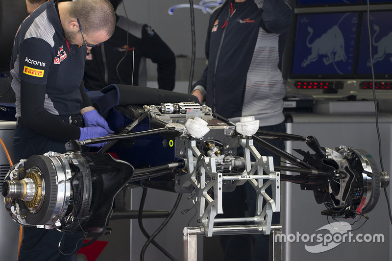 Scuderia Toro Rosso STR12 front suspension detail