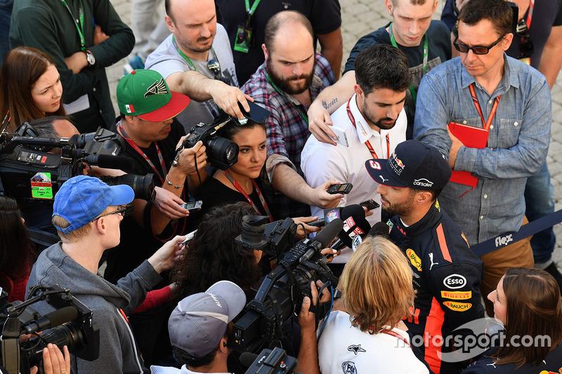 Daniel Ricciardo, Red Bull Racing con Jonathan Noble, Motorsport.com Editor