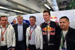 Veniamin Kondrytyev, Governor of Krasnodar Region, Dmitry Kozak, Deputy Prime Minister of the Russian Federation and Daniil Kvyat, Scuderia Toro Rosso in the garage