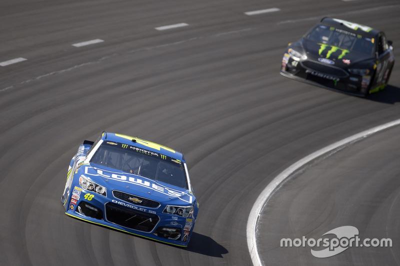 Jimmie Johnson, Hendrick Motorsports, Chevrolet; Kurt Busch, Stewart-Haas Racing, Ford