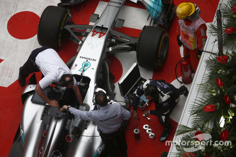 Work on the car of Lewis Hamilton, Mercedes AMG F1 W08, in parc ferme after the race