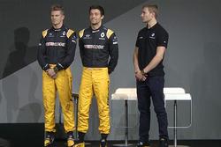 Les pilotes Renault Sport F1 Team Nico Hulkenberg, Jolyon Palmer, et le troisième pilote, Sergey Sirotkin