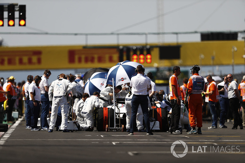 Paul di Resta, Williams FW40, en la parte trasera de la rejilla