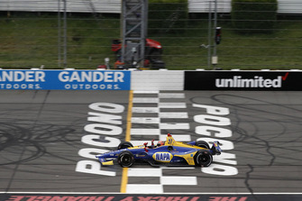 Alexander Rossi, Andretti Autosport Honda takes the checkered flag