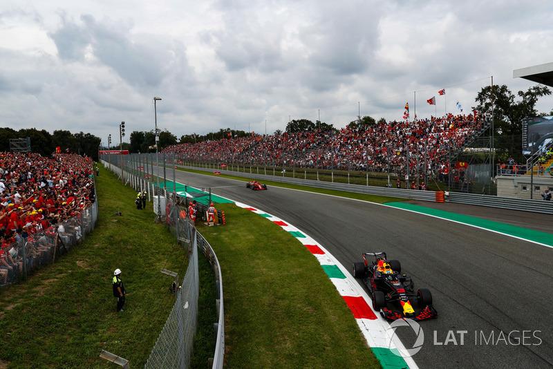Daniel Ricciardo, Red Bull Racing RB14 Tag Heuer, Sebastian Vettel, Ferrari SF71H