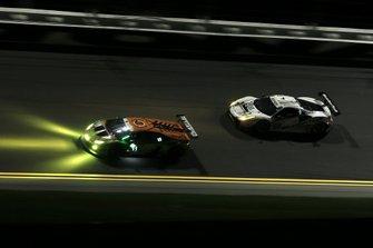 #63 Scuderia Corsa Ferrari 488 GT3, GTD: Купер Макніл, Тоні Віландер, Джефф Вест фол, Домінік Фарнбахер, #11 GRT Grasser Racing Team Lamborghini Huracan GT3: Рольф Інайхен,Мірко Бортолдотті, Крістіан Енгельхарт, Рік Брьокерс
