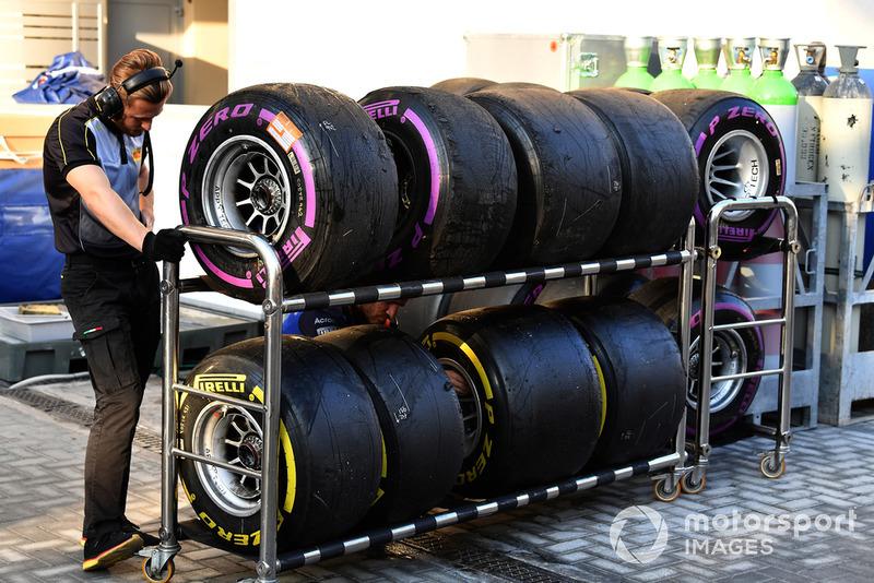 Des pneus Pirelli de la Scuderia Toro Rosso