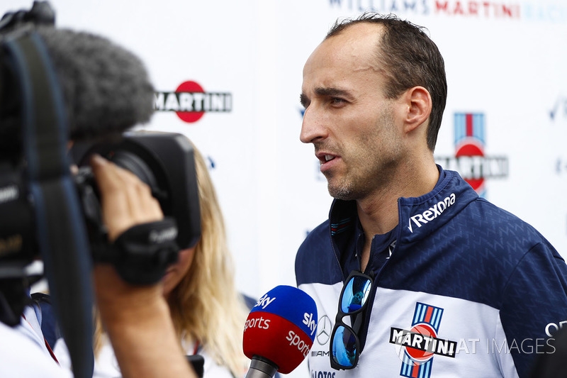 Robert Kubica, Williams Martini Racing, entrevistado por los medios