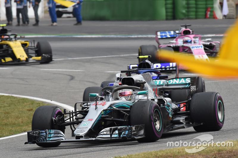 Il vincitore della gara Lewis Hamilton, Mercedes-AMG F1