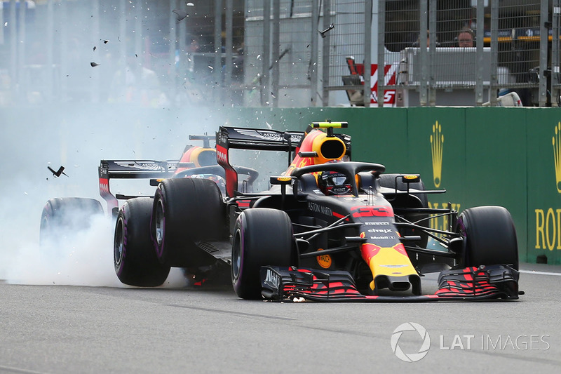 1. Max Verstappen, Red Bull Racing RB14 and Daniel Ricciardo, Red Bull Racing RB14 crash