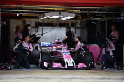 Sergio Perez, Force India VJM11 in the garage
