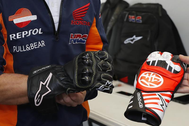 Dani Pedrosa, Repsol Honda Team with gloves