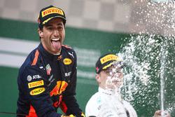 Podium: race winner Daniel Ricciardo, Red Bull Racing, second place Valtteri Bottas, Mercedes-AMG F1