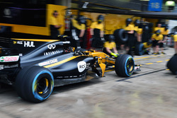 Renault Sport F1 Team RS17 practice pit stops