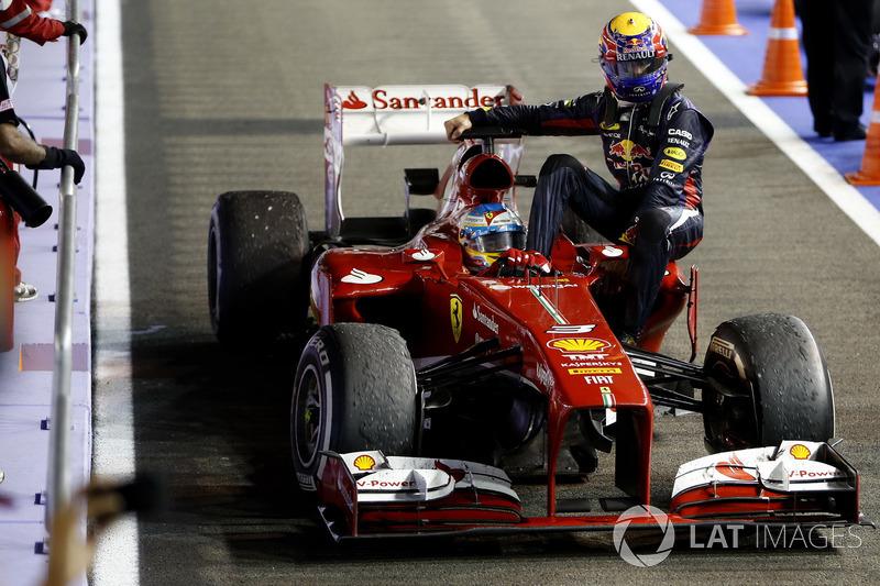 Singapur 2013: Mark Webber (Red Bull) menumpang Fernando Alonso (Ferrari)