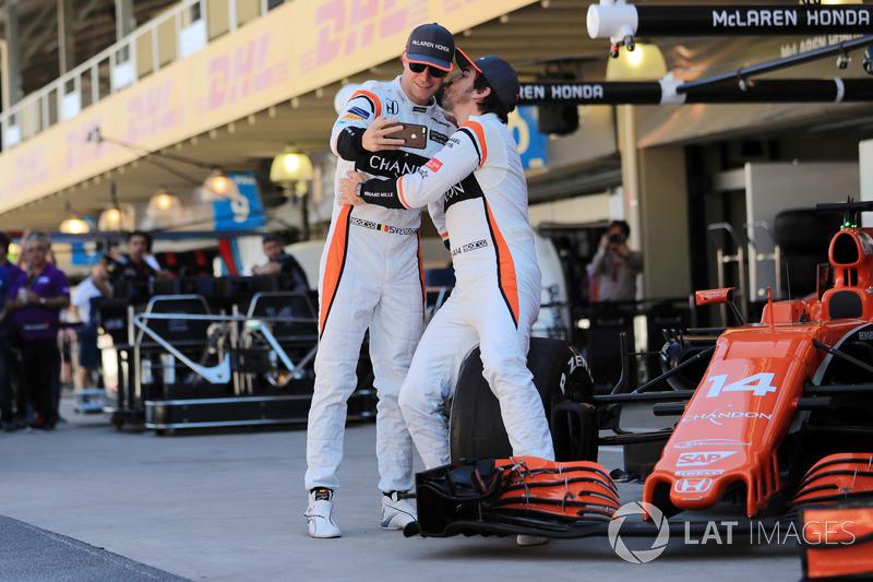 Selfie de Stoffel Vandoorne, McLaren y Fernando Alonso, McLaren