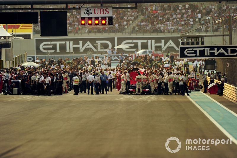 В 2010 году Формула 1 праздновала 60-летие с момента основания чемпионата мира. И ее 61-й сезон получился одним из лучших в истории