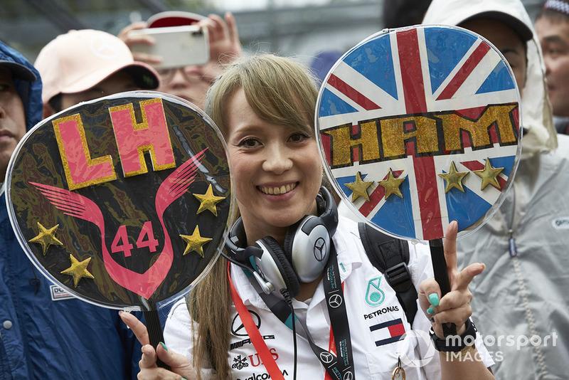Una tifosa di Lewis Hamilton, Mercedes AMG F1