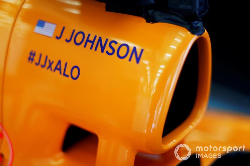 اسم جايمي جونسون على علبة هواء سيارة مكلارين