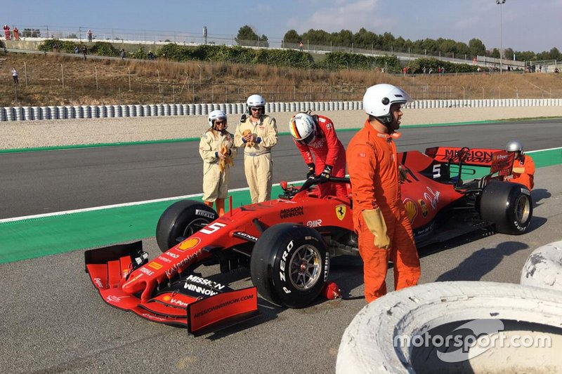 Sebastian Vettel, Ferrari SF90, fermo a bordo pista