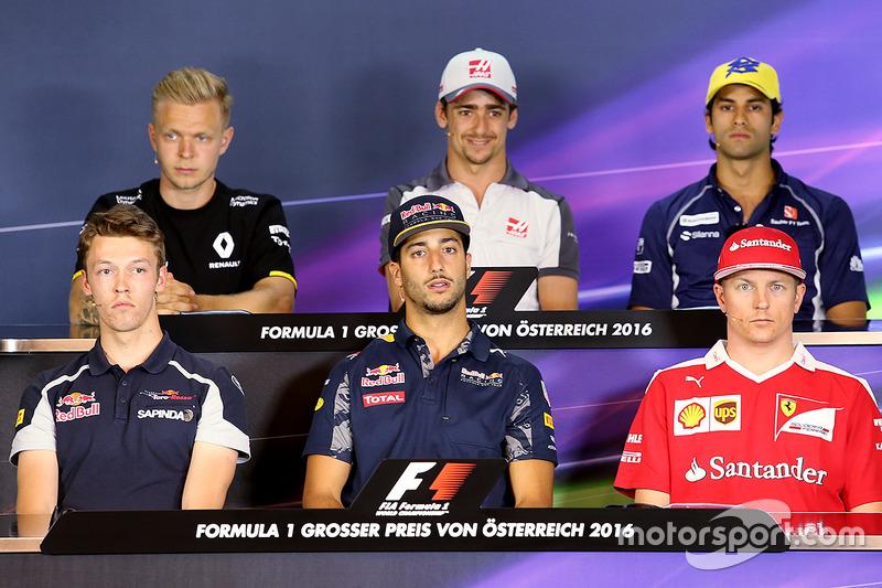 FIA Basın Toplantısı: Daniil Kvyat, Scuderia Toro Rosso, Daniel Ricciardo, Red Bull Racing, Kimi Raikkonen, Scuderia Ferrari, Kevin Magnussen, Renault Sport F1 Team, Esteban Gutierrez, Haas F1 Team and Felipe Nasr, Sauber F1 Team
