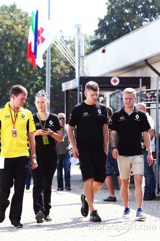 Kevin Magnussen, Renault Sport F1 Team leaves the Medical Center
