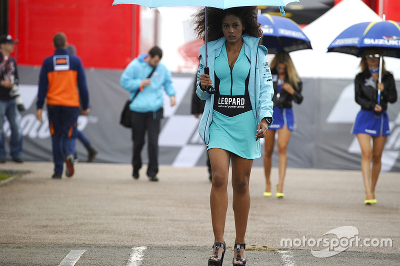 Lovely Leopard Racing girl