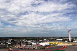 Start: Lewis Hamilton, Mercedes AMG F1 W07 Hybrid leads