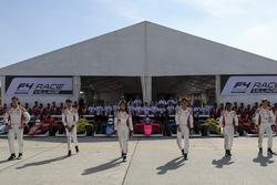 Para pembalap F4 SEA menjalani sesi foto bersama