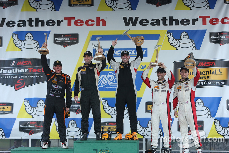Podio classe ST: al primo posto Chad Gilsinger, Ryan Eversley, HART, al secondo posto Jeff Mosing, Eric Foss, Murillo Racing, al terzo posto Derek Jones, Mat Pombo, MINI JCW Team
