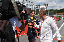 Daniel Ricciardo, Red Bull Racing talks with Kai Ebel, RTL Presenter on the grid