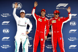 Ganador de la pole Sebastian Vettel, Ferrari, segundo Valtteri Bottas, Mercedes AMG F1 y tercero Kimi Raikkonen, Ferrari