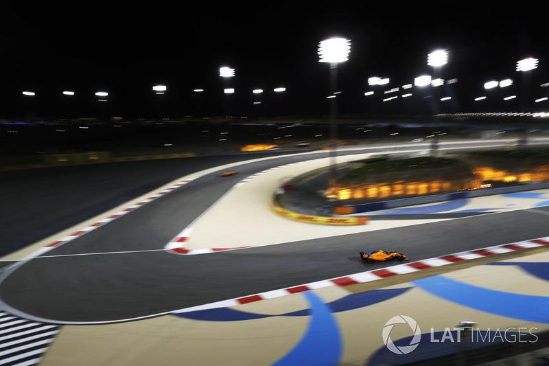 Stoffel Vandoorne, McLaren MCL33 Renault y Fernando Alonso, McLaren MCL33 Renault