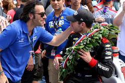 Le vainqueur Will Power, Team Penske Chevrolet avec Dario Franchitti