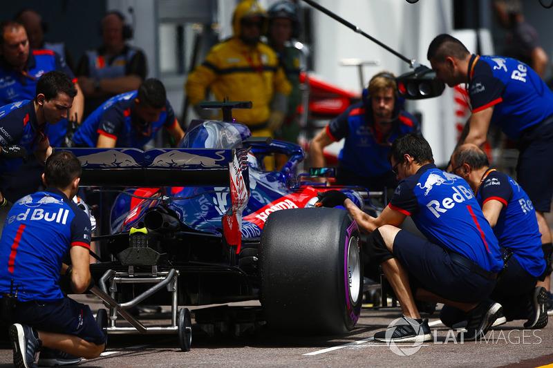 Brendon Hartley, Toro Rosso STR13, en pits