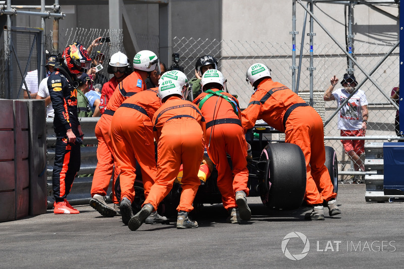 Max Verstappen, Red Bull Racing RB14 après son crash