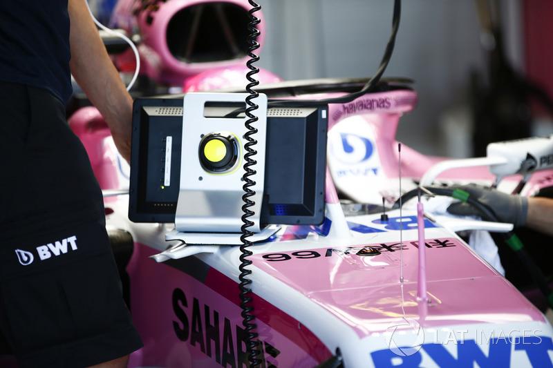 Esteban Ocon, Force India VJM11 Mercedes, con las pantallas y la visión no tan amigable del Halo